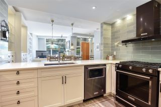 """Photo 12: 105 1383 MARINASIDE Crescent in Vancouver: Yaletown Townhouse for sale in """"COLUMBUS"""" (Vancouver West)  : MLS®# R2478306"""