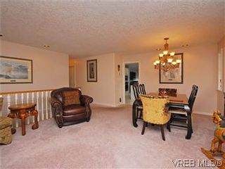 Photo 3: 2390 Halcyon Pl in VICTORIA: CS Tanner House for sale (Central Saanich)  : MLS®# 584829