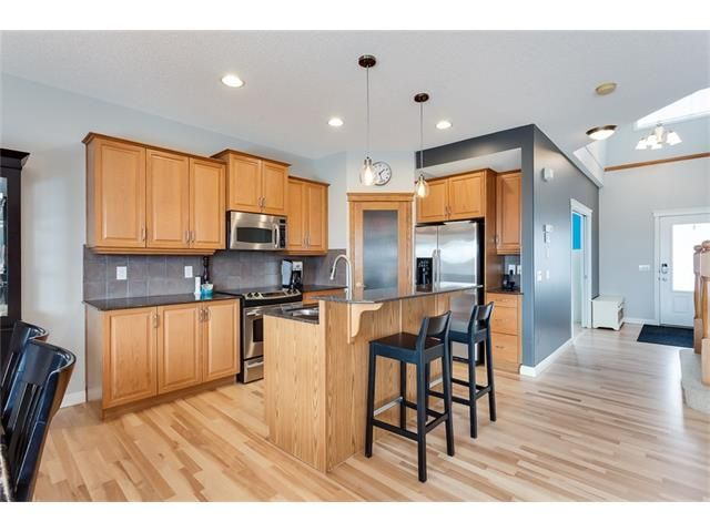 Photo 8: Photos: 46 PRESTWICK Parade SE in Calgary: McKenzie Towne House for sale : MLS®# C4103009