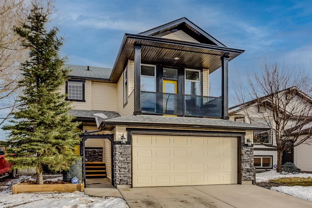 Welcome to this Beautiful Home in the fantastic Golf Course Community of Woodside Estates in Airdrie.