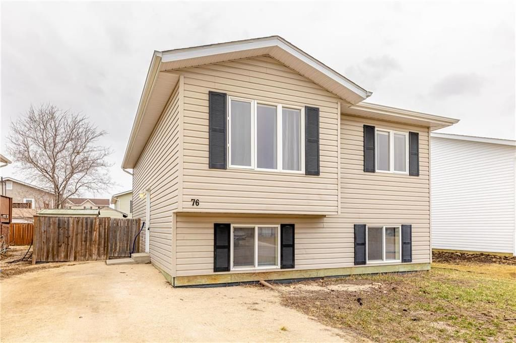 Main Photo: 76 WHITBY Crescent in Steinbach: R16 Residential for sale : MLS®# 202107976