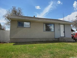 Photo 1: 1409 Goshen Place in Prince Albert: East Flat Residential for sale : MLS®# SK844682