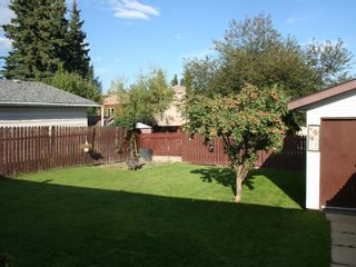 Photo 2: 1427 55 Street: Edson House for sale : MLS®# 32682