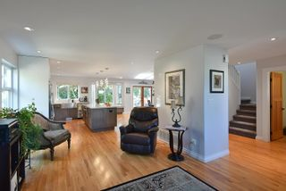 """Photo 7: 863 INGLIS Road in Gibsons: Gibsons & Area House for sale in """"Oceanmount"""" (Sunshine Coast)  : MLS®# R2618699"""
