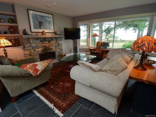 Photo 5: 6425 W Island Hwy in BOWSER: PQ Bowser/Deep Bay House for sale (Parksville/Qualicum)  : MLS®# 778766