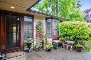 """Photo 2: 10 15174 20TH Avenue in Surrey: Sunnyside Park Surrey Townhouse for sale in """"ROSE GATE"""" (South Surrey White Rock)  : MLS®# R2464674"""