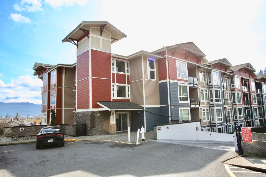 Main Photo: 306 2242 Whatcom Road in : Abbotsford East Condo for sale (Abbotsford)  : MLS®# R2544691