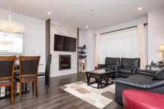 """Photo 3: 40 6971 122 Street in Surrey: West Newton Townhouse for sale in """"Aura"""" : MLS®# R2120843"""