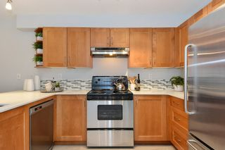 """Photo 4: 110 15621 MARINE Drive: White Rock Condo for sale in """"PACIFIC POINT"""" (South Surrey White Rock)  : MLS®# R2348468"""