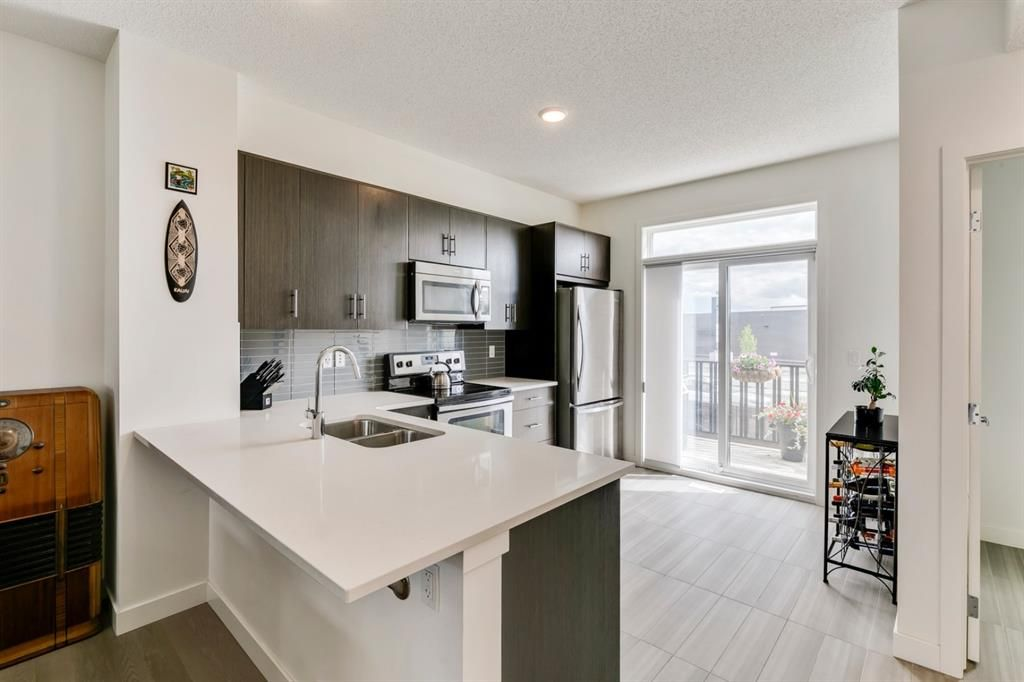 Main Photo: 43 Walden Path SE in Calgary: Walden Row/Townhouse for sale : MLS®# A1124932
