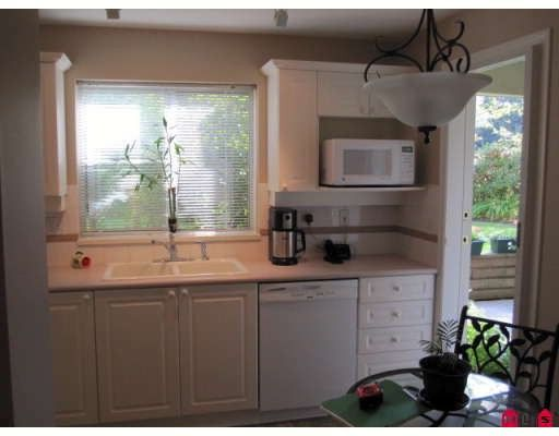 "Photo 4: Photos: 110 20110 MICHAUD Crescent in Langley: Langley City Condo for sale in ""Regency Terrace"" : MLS®# F2921008"
