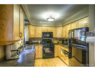 Photo 3: 803 Cecil Blogg Dr in VICTORIA: Co Triangle House for sale (Colwood)  : MLS®# 711979