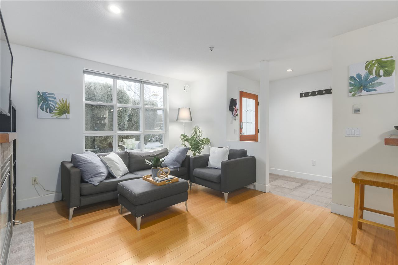 """Photo 17: Photos: 103 657 W 7TH Avenue in Vancouver: Fairview VW Townhouse for sale in """"THE IVYS"""" (Vancouver West)  : MLS®# R2348649"""