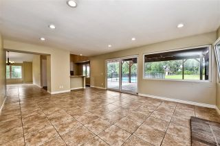 Photo 15: 743 Blackhawk Cir in Vista: Residential for sale (92081 - Vista)  : MLS®# 200002982