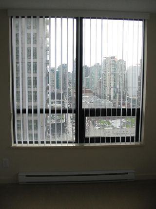 Photo 5: 2007 909 Mainland  Street in Vancouver / Downtown: Condo for sale (Vancouver West)