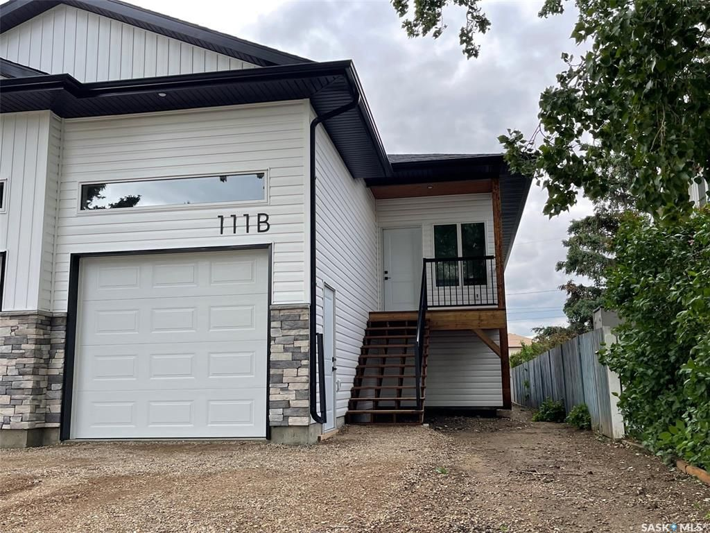 Main Photo: 111B 7th Avenue North in Warman: Residential for sale : MLS®# SK859641