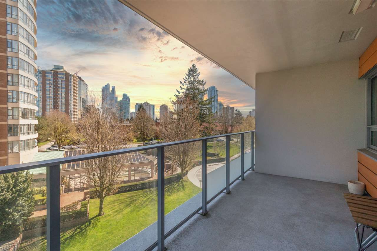 """Main Photo: 501 5883 BARKER Avenue in Burnaby: Metrotown Condo for sale in """"Aldynne on the Park"""" (Burnaby South)  : MLS®# R2567855"""
