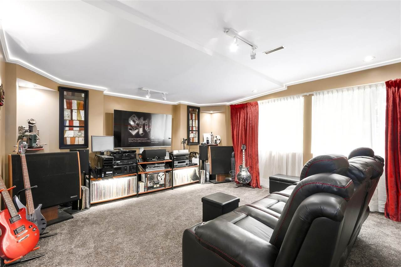 """Photo 23: Photos: 4727 MOUNTAIN Highway in North Vancouver: Lynn Valley House for sale in """"Upper Lynn"""" : MLS®# R2491401"""