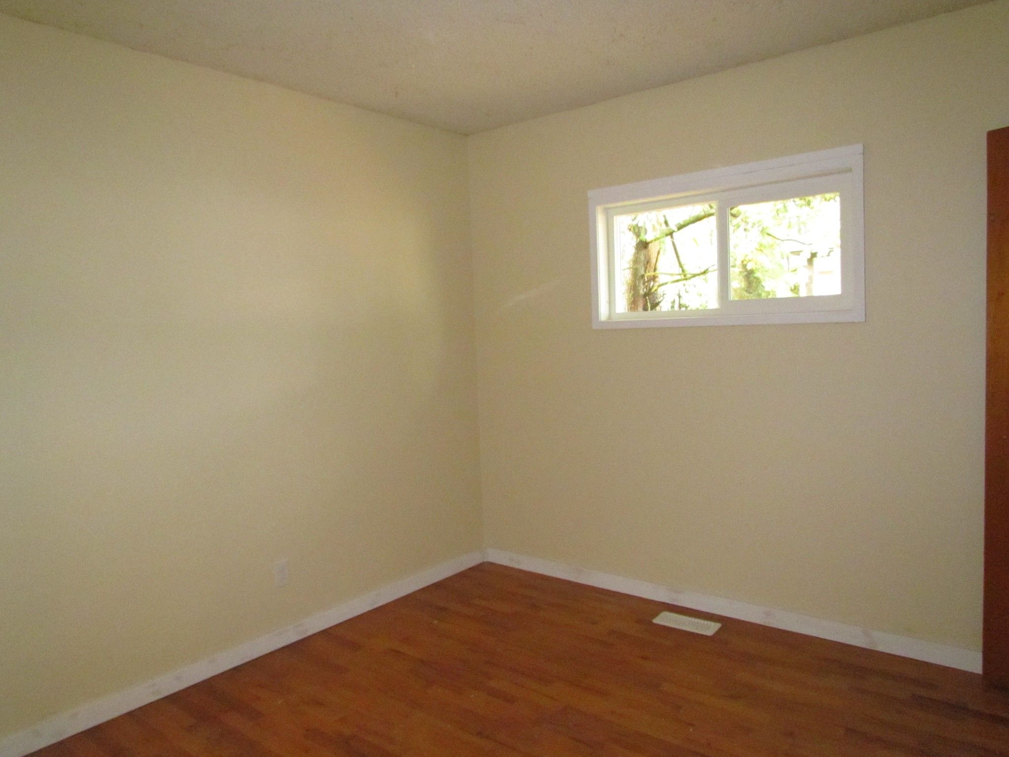 Photo 5: Photos: 1625 Kirklyn St. in Abbotsford: Central Abbotsford House for rent