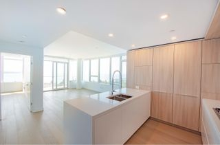 Photo 10: 908 15165 THRIFT Avenue in Surrey: White Rock Condo for sale (South Surrey White Rock)  : MLS®# R2612280