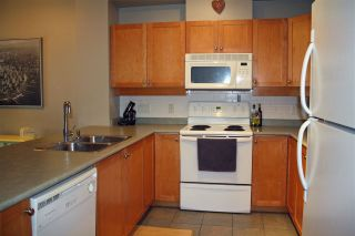 """Photo 9: 105 38 SEVENTH Avenue in New Westminster: GlenBrooke North Condo for sale in """"THE ROYCROFT"""" : MLS®# R2161029"""