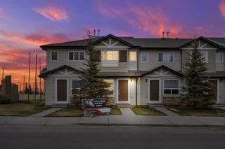 Main Photo: 489 SADDLECREST Boulevard NE in Calgary: Saddle Ridge Row/Townhouse for sale : MLS®# A1099200