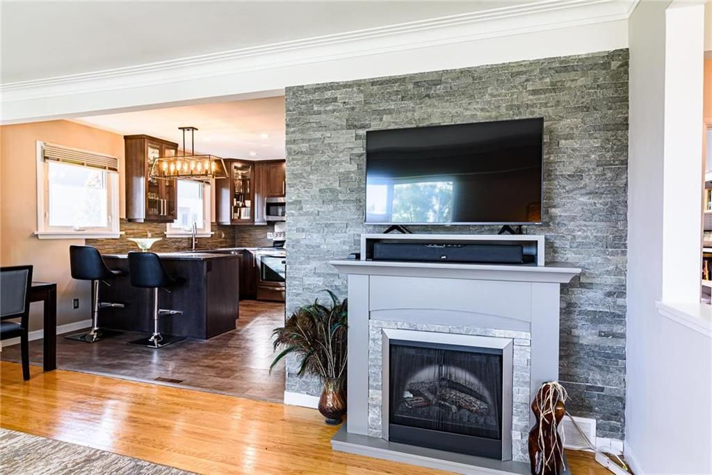 Photo 7: Photos: 603 Fleming Avenue in Winnipeg: Residential for sale (3B)  : MLS®# 202113289