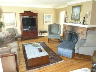 Photo 4: 2660 CADBORO BAY Rd in VICTORIA: OB Henderson House for sale (Oak Bay)  : MLS®# 657851