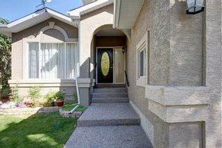 Photo 3: 359 Mountain Park Drive SE in Calgary: McKenzie Lake Detached for sale : MLS®# A1148818