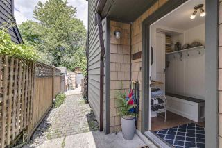 Photo 3: 1025 BROTHERS Place in Squamish: Northyards 1/2 Duplex for sale : MLS®# R2373041