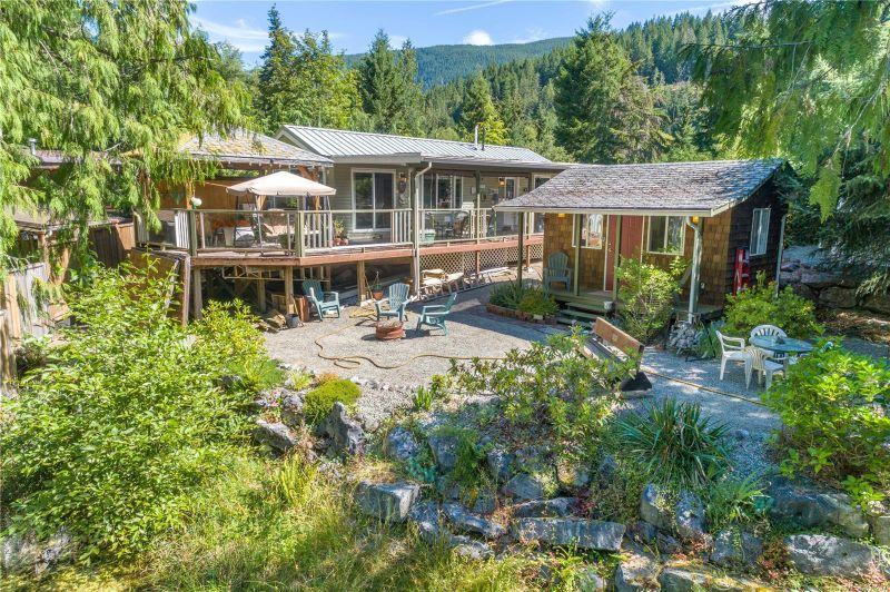 FEATURED LISTING: 52 Blue Jay Trail