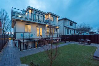 Photo 3: 1521 E 58TH AVENUE in Vancouver: Fraserview VE House for sale (Vancouver East)  : MLS®# R2234798