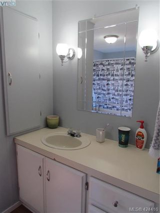 Photo 15: 28 70 Cooper Rd in VICTORIA: VR Glentana Manufactured Home for sale (View Royal)  : MLS®# 838209