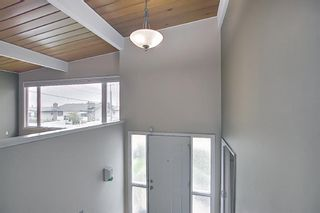 Photo 4: 635 Tavender Road NW in Calgary: Thorncliffe Detached for sale : MLS®# A1117186
