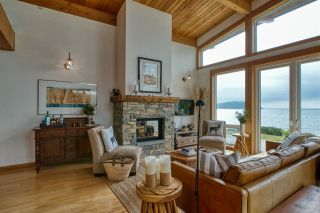 """Photo 2: 6499 WILDFLOWER Place in Sechelt: Sechelt District House for sale in """"Wakefield - Second Wave"""" (Sunshine Coast)  : MLS®# R2557293"""