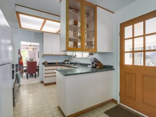 Photo 8: 1691 DAVENPORT Place in North Vancouver: Westlynn Terrace House for sale : MLS®# R2291940