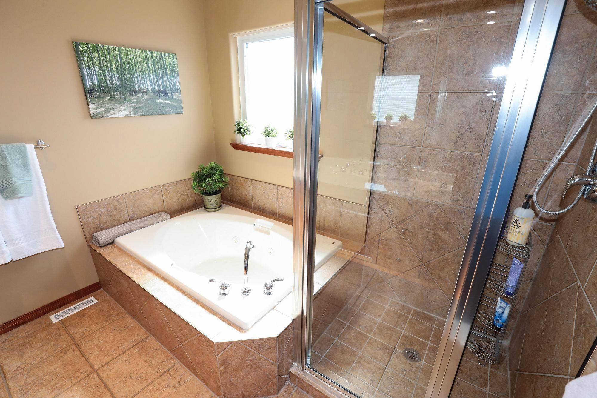 Photo 20: Photos: 7 Castle Ridge Drive in Winnipeg: Linden Ridge Single Family Detached for sale (1M)  : MLS®# 202107901