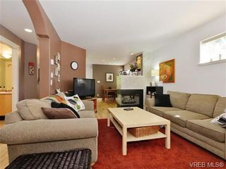 Photo 3: 4 2633 Shelbourne St in VICTORIA: Vi Jubilee Row/Townhouse for sale (Victoria)  : MLS®# 741791