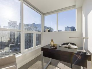 """Photo 11: 2001 1055 RICHARDS Street in Vancouver: Downtown VW Condo for sale in """"Donovan"""" (Vancouver West)  : MLS®# R2555936"""