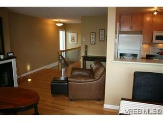 Photo 3: D 3056 Washington Ave in VICTORIA: Vi Burnside Row/Townhouse for sale (Victoria)  : MLS®# 584062