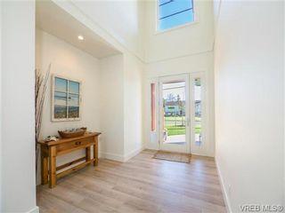 Photo 2: 9518 Maryland Dr in SIDNEY: Si Sidney South-East Half Duplex for sale (Sidney)  : MLS®# 721830