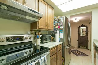 "Photo 11: 207 4194 MAYWOOD Street in Burnaby: Metrotown Condo for sale in ""ONE PARK AVANUE"" (Burnaby South)  : MLS®# R2182982"