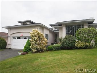 Main Photo: 1028 Adeline Pl in VICTORIA: SE Broadmead House for sale (Saanich East)  : MLS®# 573085