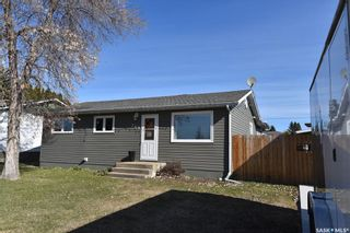 Photo 1: 309 7th Avenue East in Nipawin: Residential for sale : MLS®# SK851862