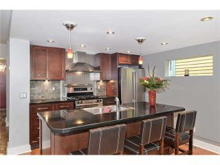 Photo 2: 1014 18 Avenue SE in CALGARY: Ramsay Residential Detached Single Family for sale (Calgary)  : MLS®# C3579470