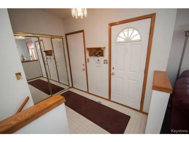 Photo 2: Photos: 588 BAIRDMORE Boulevard in WINNIPEG: Richmond West Residential for sale (South Winnipeg)  : MLS®# 1404598