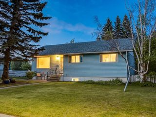 Photo 1: 32 GREENWOOD Crescent SW in Calgary: Glamorgan Detached for sale : MLS®# C4301790