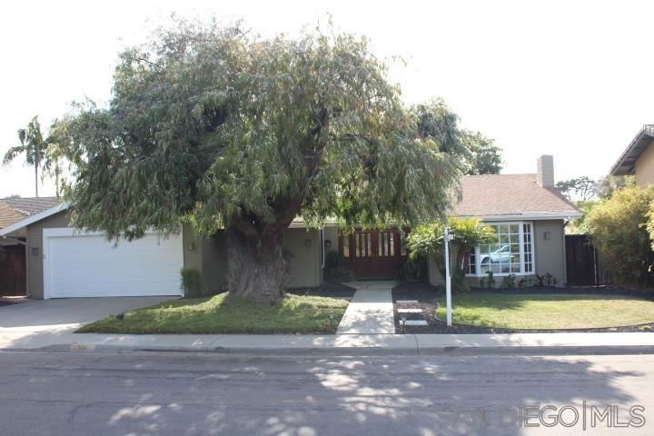 Main Photo: POINT LOMA House for sale : 4 bedrooms : 390 Silvergate Ave in San Diego