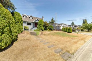 Photo 4: 4313 VICTORY Street in Burnaby: South Slope House for sale (Burnaby South)  : MLS®# R2607922