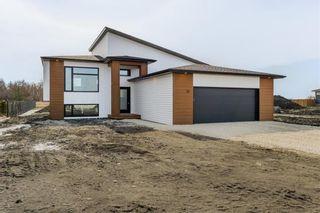 Photo 1: 38 Zacharias Drive in Rosenort: R17 Residential for sale : MLS®# 202105446